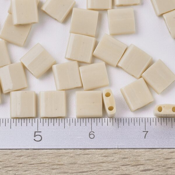 c5cfffba13f5da0ec7b7d3ffdc40092b MIYUKI TL493 TILA Beads - Opaque Pear Seed Beads, 10g/bag