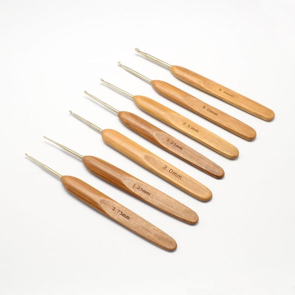 TOOL R034 M Ergonomic Crochet Hooks w/ bamboo Handle for Crochet with Miyuki Beads, Lace and Crochet Thread projects