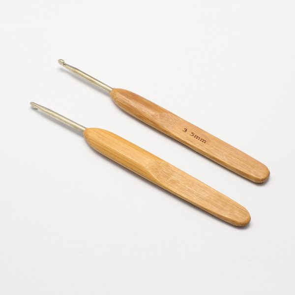 TOOL R034 M 1 Ergonomic Crochet Hooks w/ bamboo Handle for Crochet with Miyuki Beads, Lace and Crochet Thread projects