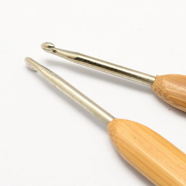 TOOL R034 M 2 Ergonomic Crochet Hooks w/ bamboo Handle for Crochet with Miyuki Beads, Lace and Crochet Thread projects